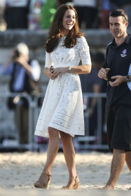 La Duchesse de Cambridge en robe dentelle blanche