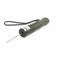 http://www.laserfr.com/KGL-850-laser-vert-50mw-point.html   , Ce pointeur laser vert 50 mw est un type de KGL-850, ses matériaux sont en cuivre, son apparence est la couleur noire, finition en caoutchouc, une surface lisse, quand vous tenez à la main, vous auriez une bonne sensation en manière tactile. Le switch est au bas de cette lampe de poche laser. La capacité de fonctionnement arrive à DC3.7V. La meilleure température est de 0-35 degrés. Sa dimension : 30mm*110mm. Son poids est de : 56g (sans piles). Il a besoin de 1 pile 16340. Il a une longueur d'onde de 532nm, un laser classe 3B, sa portée de tir arrive à 500-10000m. Sa puissance est plus haute, sa portée sera plus loin. La température de fonctionnement est de 0-35℃.