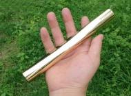 http://www.laserfr.com/laser-bleu-10000mw-surpuissant.html   , C'est un pointeur laser avez une capacité : 10000mw, ses faisceaux de lumière sont de la couleur bleue. Ses matériau est en cuivre. Il y a 2 piles rechargeables, référence : 16340. La tension de fonctionnement est DC7.4V. Sa dimension : 23mm*165mm. Son diamètre est de 9mm. La longueur d'onde est de 450nm. Sa portée de tir est de 8000-10000m.