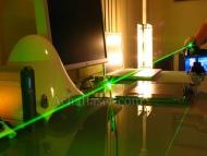Ce laser ultra puissant 10000mw est hyper puissant.Sa puissance est suffisante pour le pointage et le rayon bien compact, pointeur efficace de jour comme de nuit.