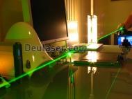 http://www.deulaser.com .laserpointer,Eine Frequenz verdoppelt Laserpointer, welche inneren Aufbau. Cells und Elektronik zu einer Laserkopf-Modul (siehe unteres Diagramm) Diese enthält einen leistungsfähigen 808 nm IR-Dioden-Laser, der einen Nd-Pumpen: Laserkristall YVO4.