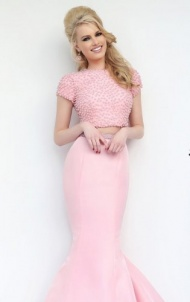 Punctuate your personality with elegance and style in?Sherri Hill 32237. This lovely creation features a strapless neckline. The fitted bodice is embellished with beaded lace that is very glamorous and feminine. This look is completed with the elegant layered mermaid skirt.