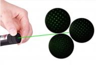 http://www.laserfr.com/pointeur-laser-vert-5000mw-5en1.html Son base est différent de nos autres produits : un bouton est à l'arrière du manche qui permet d'avoir un faisceau continu sans avoir à appuyer sur le bouton sans arrêt. Le corps est tout en acier et dégage une sensation de très grande solidité. La portée de tir est à partir de 500 à 10000m  http://www.laserfr.com/laser-vert-puissant-10000mw-a-vendre.html
